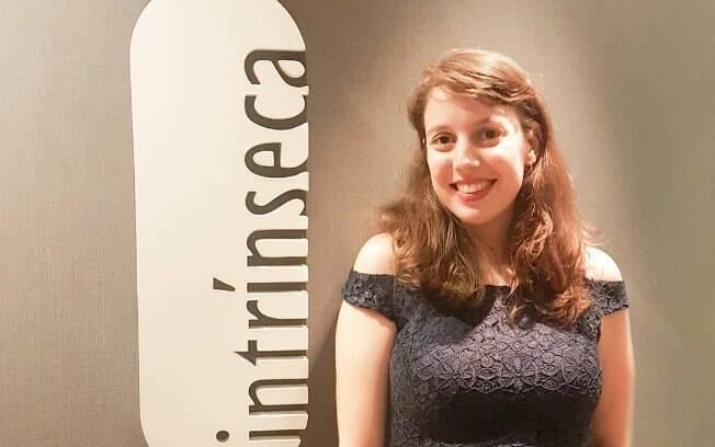 Clara Savelli foi anunciada como autora da Intrínseca