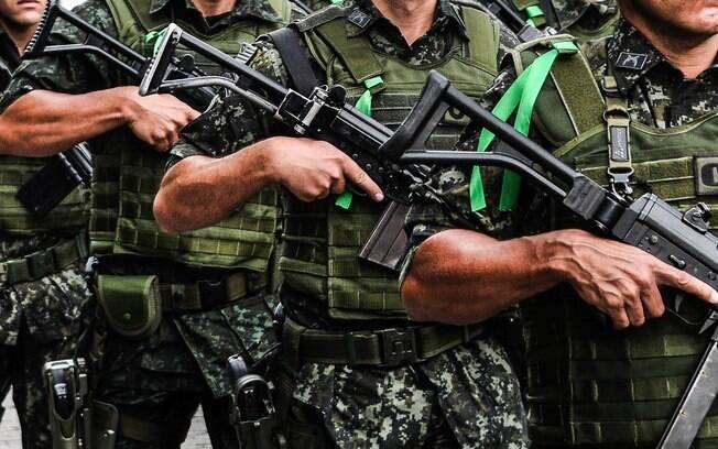 Formação de Policiais do COE, prestando homenagem ao time da Chapecoense