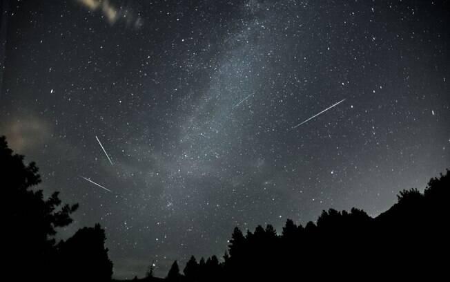 A chuva de meteoros Perseidas acontece todos os anos entre os dias 11 e 13 de Agosto e pode ser vista do Brasil