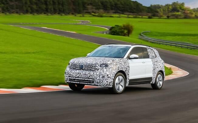 VW T-Cross com motor 1.4 turbo flex mostra boa disposição e conjunto equilibrado em pista fechada