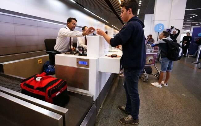 Segundo regra atual, passageiros podem embarcar com bagagem de mão de até 10 quilos