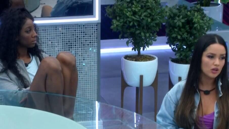 Juliette e Camila conversam na cozinha do 'BBB 21'