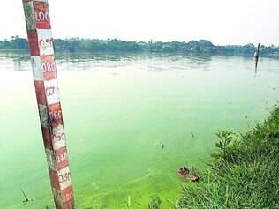 Seca. Régua de medição localizada na lagoa da Pampulha mostra que nível da água está baixo