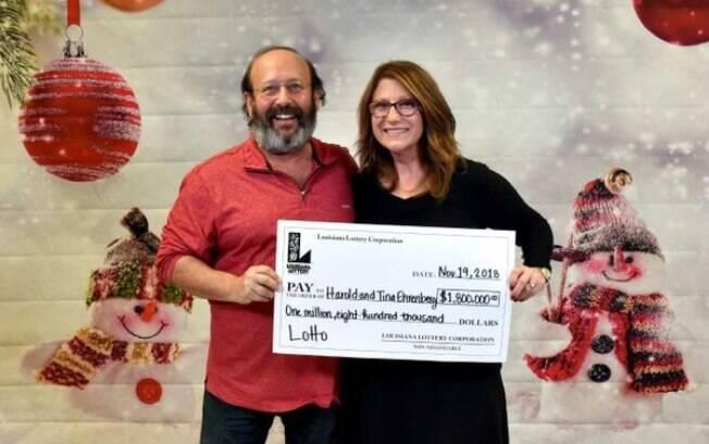 Ao limpar a casa para o Dia de Ação de Graças, casal dos Estados Unidos encontrou alguns bilhetes perdidos – mas não imaginava que um deles estava premiado com quase US$ 2 milhões
