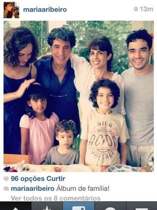 A integrante do 'Saia Justa', a atriz Maria Ribeiro entre o ex-marido Paulo Betti, e o atual, Caio Blat. Abaixo os filhos Bento e João.