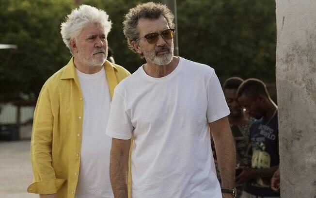 Antonio Banderas e Pedro Almodóvar no set de
