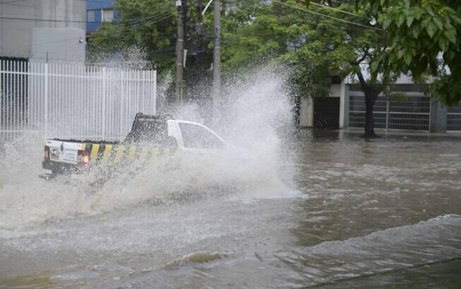 Bolsões de água próximo ao estádio Célio de Barros, após forte chuva no Rio de Janeiro nesta terça-feira