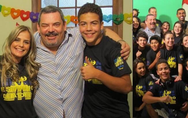 Ronald com a mãe Milene e o professor Milton Neves, e ao lado dos colegas: o garoto também quer ser DJ