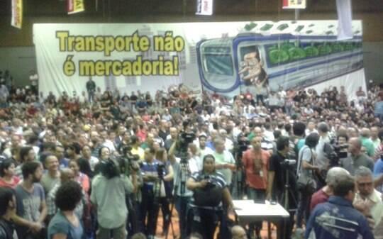 Assembleia vai decidir se metroviários entram em greve na abertura da Copa em SP - São Paulo - iG