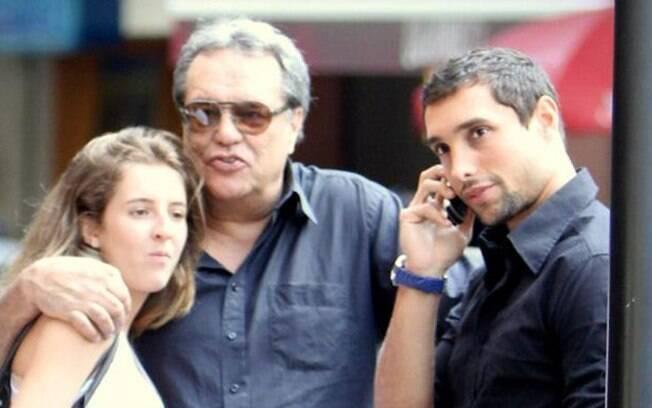 Dennis Carvalho com os filhos Leonardo Carvalho e Luísa - filha de Deborah Evelyn, ela ainda não declarou se pretende ser atriz