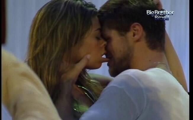 Foram Monique e Jonas que deram os beijos mais quentes do BBB12
