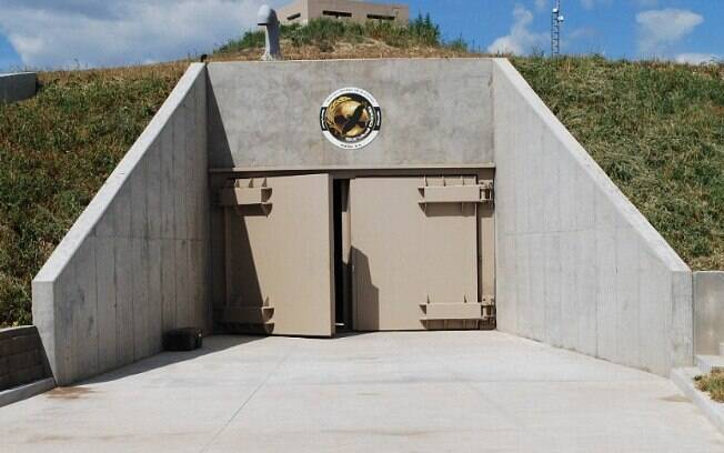 Os bunkers vendidos a preços exorbitantes  nos Estados Unidos têm facilidades de luxo como cinema e campo de golfe