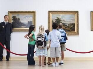 Para explorar acervos e exposições de arte, comece por instituições mais consolidadas, que têm setores educativos fortes