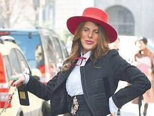 Sempre divertida, a editora de modan Anna Della Russo foi de toureira fashion com look de Dolce