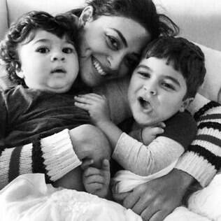 Juliana Paes com os filhos