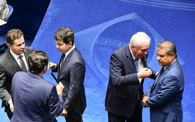 Senadores derrubam decreto das armas de Bolsonaro