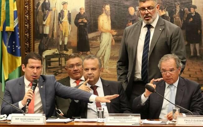 Reunião da comissão especial da reforma da Previdência durou cerca de 8h