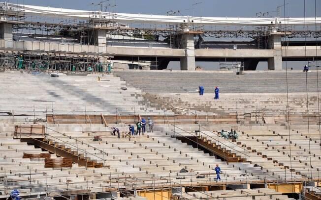 Vista da arquibancada do Maracanã em obras