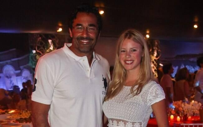 Depois de curtir o aniversário na noite anterios em um camarote na Barra da Tijuca, Luciano Szafir passou a virada com a namorada