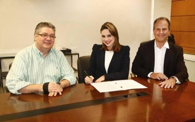Rachel Sheharazade renova contrato com o SBT