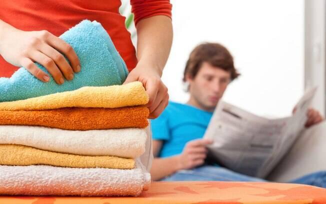 Pouca participação: participar em trabalhos e problemas domésticos não são mais função exclusiva das mulheres. O mundo mudou e os homens precisam ajudar