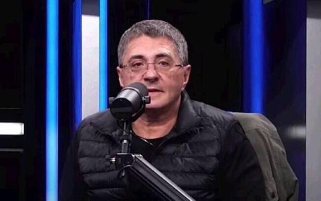 O médico e apresentador de televisão Alexander Myasnikov é o porta-voz do combate ao coronavírus na Rússia