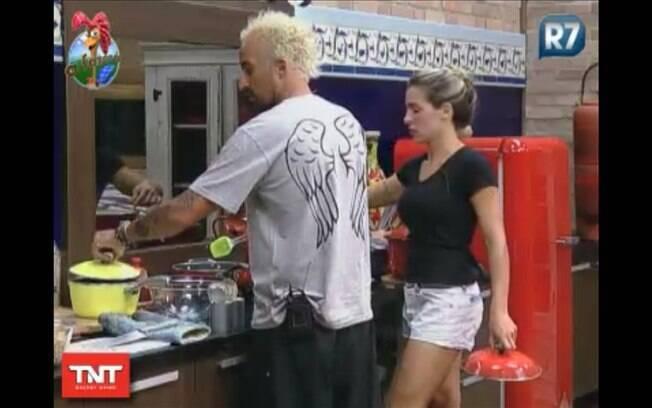 Gui Pádua e Joana Machado cozinham juntos