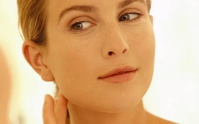 Rugas profundas antes do 40 podem aparecer na boca, no pescoço e em outras regiões