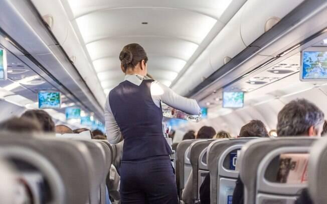 Uma aeromoça, que preferiu não se identificar, revelou algumas coisas que você não deve fazer na viagem de avião
