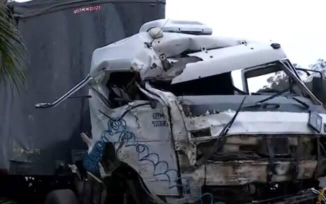 Veículo atingiu mulher que esperava em ponto de ônibus