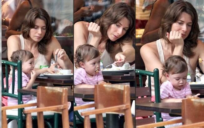 Letícia e Stella almoçam no resturante Celeiro, no Rio