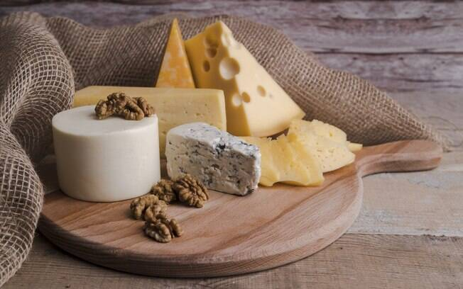 O consumo de queijos amarelos não deve ser cortado da dieta