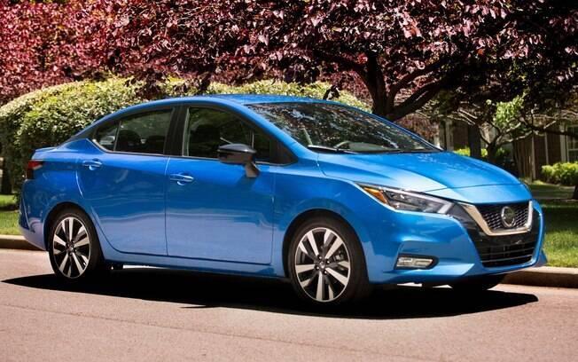 Nissan Versa azul