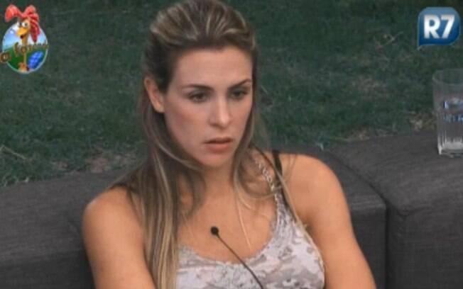 Joana Machado diz não confiar em Dinei