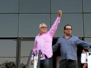 Genoino se entrega e volta à prisão em Brasília