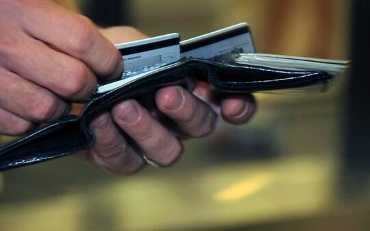 Dívida com rotativo do cartão de crédito chega a R$ 33 bilhões e bate recorde - Meu Bolso - iG