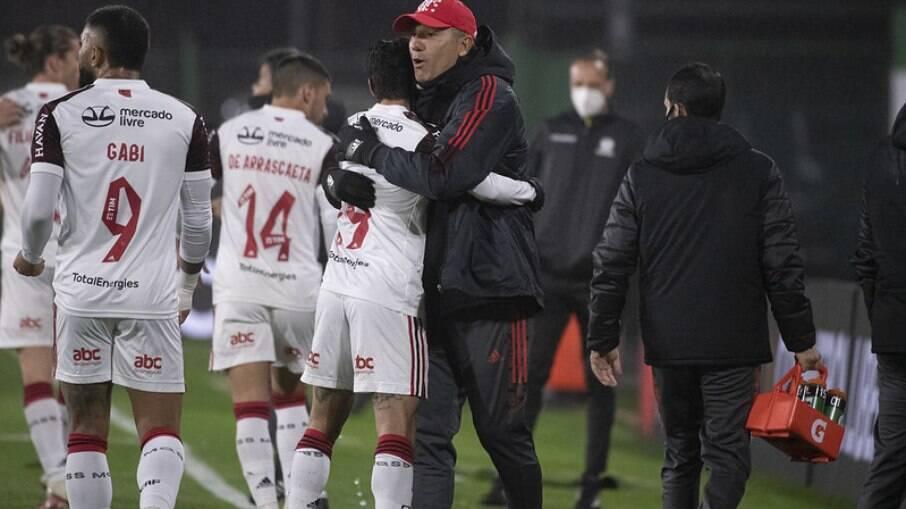 Flamengo sofreu para vencer o Defensa