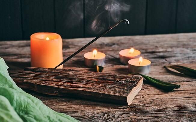 Simpatias com incenso: rituais para atrair boas energias e melhorar a vida