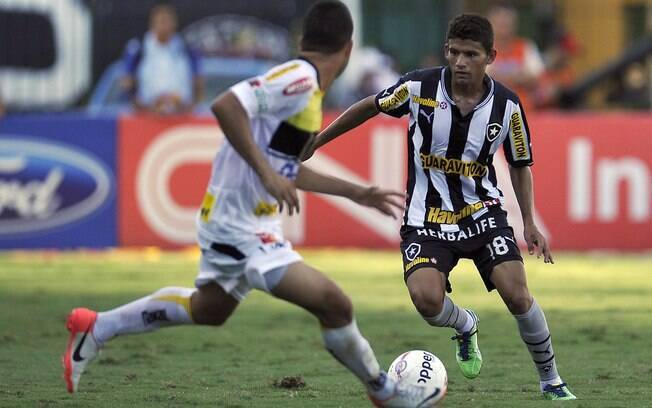 Jadson, do Botafogo, durante partida contra o  Volta Redonda pela Taça Rio