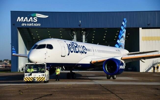 JetBlue apresenta seu primeiro Airbus A220
