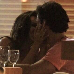 Mariana Rios é fotografada aos beijos com novo affair no Rio