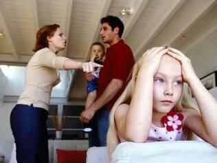 Buscar o modelo de pai ou mãe ideal só causa mais estresse na criação dos filhos
