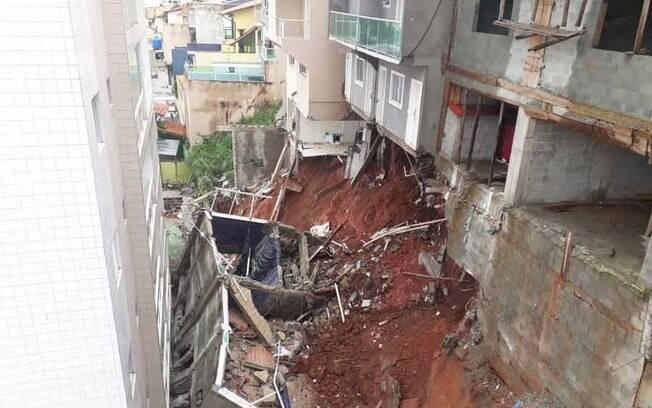 Deslizamento deixou mais de 300 pessoas desabrigadas