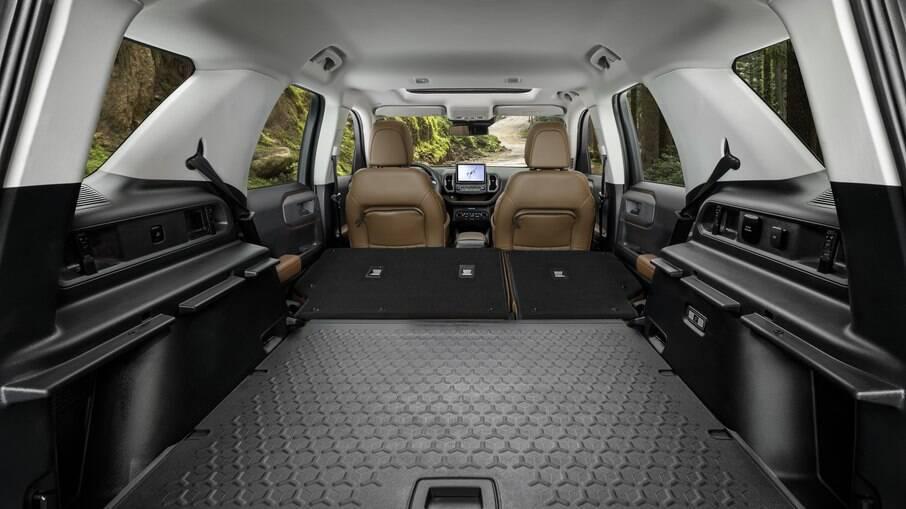 Ford Bronco Sport é repleto de soluções inovadoras, como tomadas localizadas no porta-malas