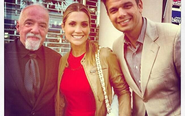 Flávia Alessandra e Otaviano Costa se encontraram com Paulo Coelho em Cannes, na França