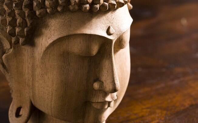 Praticantes do Zen Budismo se reúnem e batem o sino durante 108 vezes na virada de ano. O número representa os defeitos que devem ser abandonados