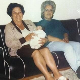 Sthefany Brito publica foto com uma de suas avós de consideração