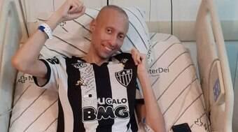 Torcedor icônico do Atlético-MG morre após batalha contra o câncer