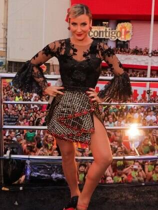 A cantora se inspirou nas dançarinas de flamenco