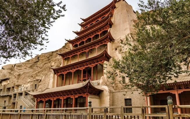 Em Dunhuang, você encontrará mais o que fazer na China, como visitar as Grutas de Mogao, repletas de história